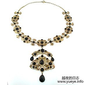 GARNET GIIRANDOLE NECKLACE